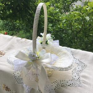 Sziromszóró kosár, Esküvő, Kiegészítők, Virágkötés, Mintás krémszínű organzával bélelt sziromszóró kosár kislányoknak  krém-fehér összeállításban. Sok e..., Meska