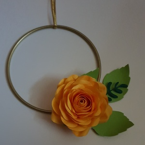 Minimál kopogtató sárga rózsával, Otthon & lakás, Dekoráció, Lakberendezés, Ajtódísz, kopogtató, Dísz, Koszorú, Papírművészet, Minimál kopogtatók sárga rózsával és levelekkel papírból. A kopogtatók arany színű fém karikán, vagy..., Meska
