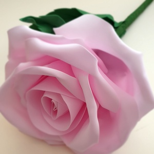 Élethű óriás rózsa, Otthon & Lakás, Dekoráció, Csokor & Virágdísz, Virágkötés, Óriás rózsáim különleges, élethű kivitelezést eredményeznek a foamirán alapanyagnak köszönhetően. A ..., Meska
