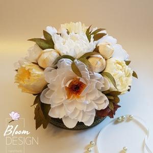 Peonia papírvirág box, Otthon & Lakás, Dekoráció, Csokor & Virágdísz, Papírművészet, Virágkötés, Különleges, élethű peonia papírvirág boxom fehér és bézs árnyalatú speciális prémium minőségű virágk..., Meska