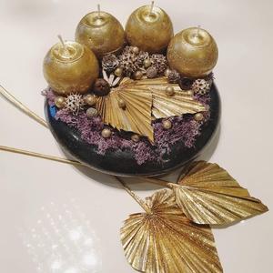 Aranyló éjszaka adventi asztaldísz, Karácsony, Karácsonyi dekoráció, Virágkötés, Különleges antracit színű kerámia tálra került, az egyedi megjelenésű lila moha alap, melyet ragyogó..., Meska