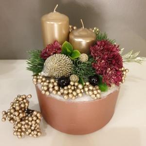 Sün rejtek karácsonyi asztaldekoráció, Karácsony, Karácsonyi dekoráció, Virágkötés, Mályva színű papírbox alapra készült ez az elegáns karácsonyi asztaldísz, mely a téli erdő hangulatá..., Meska
