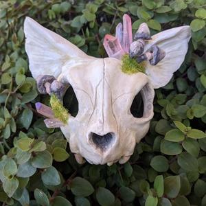 Koponya alakú szobor eredeti aurakvarccal (denevér), Kerámia, Szobor, Művészet, Kerámia, Gyurma, Denevérre hasonlító koponya szobor valódi, rózsaszín aurakvarccal, fluoreszkáló gombákkal, mű moháva..., Meska