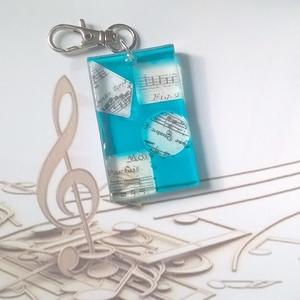 A zene a mindenem gyanta kulcstartó (blueklarion) - Meska.hu