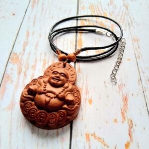 Buddha, kézműves rózsafa medál, viaszos szálon, Ékszer, Medál, Nyaklánc, Ékszerkészítés, Gyöngyfűzés, gyöngyhímzés, Nevető Buddha kézműves rózsafa medált fűztem viaszos szálra. A medál 4,2 cm magas, a viaszos szál ho..., Meska