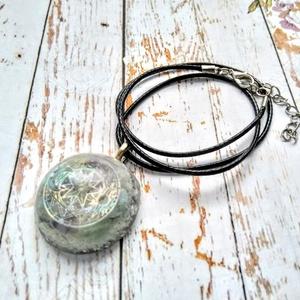 Orgonit ragyogás, méregtelenítő turmalin, apatit, hegyi kristály ásvány és gyanta nyaklánc (blueklarion) - Meska.hu