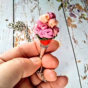 Hölgy rózsaszínben sorozat nyaklánc, Ékszer, Esküvő, Táska, Divat & Szépség, Nyaklánc, Hölgy rózsaszínben sorozatban egy 5 cm x 2cm-es rózsacsokrot készítettem FIMO-ból és egy tölcsér ala..., Meska