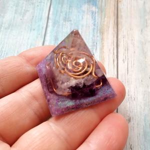 ORGONIT mini piramis, hegyikristály, ametiszt, rózsakvarc ásványból és gyantából (blueklarion) - Meska.hu