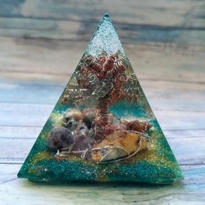 ORGONIT életfa piramis hegyikristállyal, pókháló és dalmata jáspissal turmalinnal, sárga aventurinnal, tigrisszemmel , Ékszer, Táska, Divat & Szépség, Egyéb, Orgonit piramist készítettem réz és ezüstözött drótból hegyikristállyal, pókháló és dalmata jáspissa..., Meska