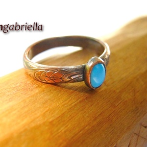 Mademoiselle - vörösréz és türkiz gyűrű - egyedi tervezésű ékszer, Ékszer, Gyűrű, Ékszerkészítés, Ötvös, Virágmintás romantikus/szecessziós gyűrűsín, befoglalt ovális türkizzel. A gyűrű teljes egészében vö..., Meska