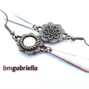 Virág fülbevaló - egyedi tervezésű ékszer, tűzzománc fülbevaló, Ékszer, Fülbevaló, Ötvös, Tűzzománc, Egyedi tervezésű nyolcszirmú virág fülbevaló , közepén fehér tűzzománccal, csepp lógóval. \nA virág 1..., Meska