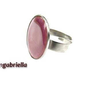 Tűzzománc gyűrű - egyedi tervezésű nemesacél kézműves gyűrű - állítható, modern gyűrű - orvosi fém, Ékszer, Gyűrű, Ékszerkészítés, Tűzzománc, Különleges lila színű, enyhén domborított kör alakú tűzzománc, nemesacél foglalatban.\nA tűzzománc ko..., Meska