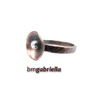 Pipacs - kovácsolt vörösréz gyűrű - egyedi tervezésű kézműves gyűrű, Ékszer, Gyűrű, Ékszerkészítés, Fémmegmunkálás, Meska