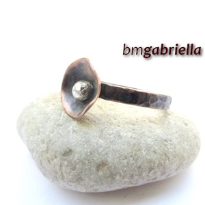 Pipacs - kovácsolt vörösréz gyűrű - egyedi tervezésű kézműves gyűrű - Meska.hu