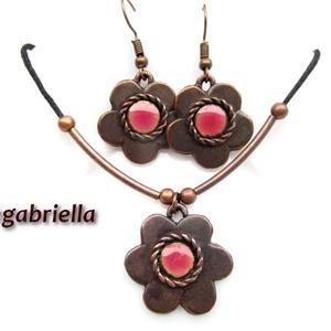 Rózsaszín alandor - tűzzománc fülbevaló, nyaklánc - egyedi tervezésű kézműves ékszerszett, Ékszer, Fülbevaló, Nyaklánc, Ékszerkészítés, Tűzzománc, Sodronnyal és rózsaszín zománckoronggal díszített ötszirmú, vörösréz alandor.\n\nSaját, egyedi tervezé..., Meska