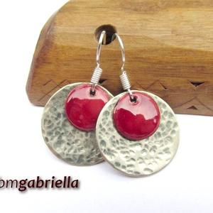 Vörös rózsaszirom - tűzzománc fülbevaló - egyedi tervezésű kézműves ékszer, Lógós kerek fülbevaló, Fülbevaló, Ékszer, Ékszerkészítés, Tűzzománc, Rusztikusra kalapált, homorított alpakka korong és domborított vörösréz korongra égetett finom vörös..., Meska