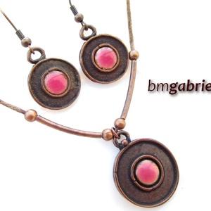 Rózsaszín avar korong - egyedi tervezésű kézműves ékszerszett, Ékszerszett, Ékszer, Ékszerkészítés, Tűzzománc, Rózsaszín zománcbetéttel díszített kora-középkori, avar stílusú korong. Saját, egyedi tervezésű fülb..., Meska