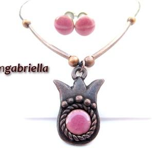Tulipán - egyedi tervezésű kézműves ékszerszett - tűzzománc nyaklánc, bedugós fülbevaló - rózsaszín, Ékszer, Ékszerszett, Fülbevaló, Nyaklánc, Ötvös, Tűzzománc, Egyedi tervezésű háromszirmú tulipán nyaklánc rózsaszín tűzzománc betéttel, és hozzáillő bedugós tűz..., Meska