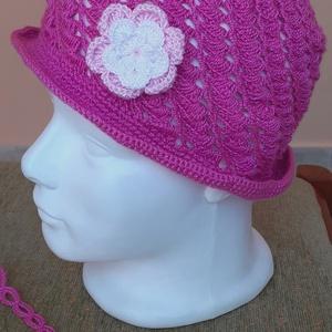 Horgolt  kalap, Gyerek & játék, Baba-mama kellék, Horgolás, Varrás, Színes vékony szálú akril fonalból horgoltam ezt a kislány kalapot melyet horgolt virággal díszített..., Meska