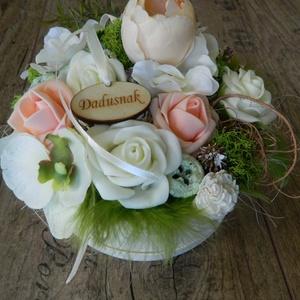 Virágdoboz, köszönetajándék egyedi felirattal is., Esküvő, Otthon & lakás, Esküvői dekoráció, Dekoráció, Natúr háncs dobozba selyemvirágok és habrózsák kerültek. Egyedi felirattal is, különböző színkombiná..., Meska