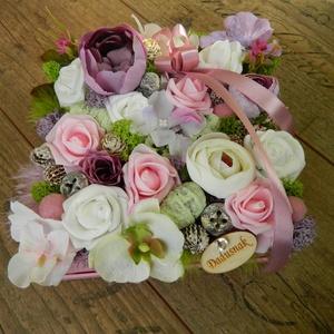 Virágdoboz ajándékba, Otthon & Lakás, Díszdoboz, Dekoráció, 18x18 cm-es papír dobozba készült virágbox, selyemvirágokkal, habrózsával és termésekkel, ezúttal kö..., Meska