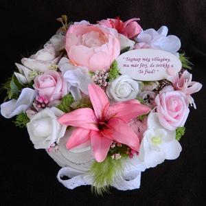 Köszönetajándék, szülőköszöntő egyedi felirattal, Esküvő, Szülőköszöntő ajándék, Emlék & Ajándék, Szülőköszöntő virágdoboz, mely esküvő alkalmával kerül átadásra. 20 cm átmérőjű, fehér kör dobozba, ..., Meska