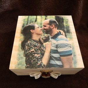 Fényképes nászajándék (pénzátadó) emlékdoboz, Esküvő, Nászajándék, 12x20 cm-es (jelenlegi méret) fa dobozba, prémium minőségű selyemvirágok kerülnek, a kiválasztott sz..., Meska