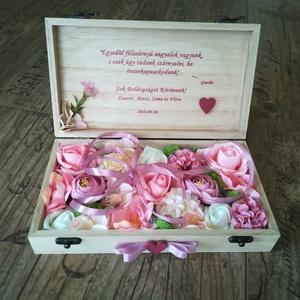 Fényképes nászajándék (pénzátadó) emlékdoboz, Esküvő, Nászajándék, 10x20 cm-es (jelenlegi méret) fa dobozba, prémium minőségű selyemvirágok kerülnek, a kiválasztott sz..., Meska