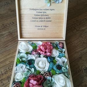 Emlékdoboz különböző alkalmakra , Otthon & Lakás, Díszdoboz, Dekoráció, 18,5x18,5 cm-es, fa dobozba prémium minőségű selyemvirágok kerülnek, a kiválasztott színben, a doboz..., Meska