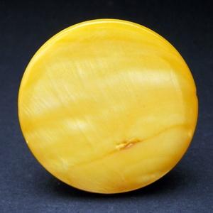 Napsárga kagyló gyűrű, Statement gyűrű, Gyűrű, Ékszer, Ékszerkészítés, Igazán nyarat idéző és vidám ez a sárgára színezett 3 cm-es kagylógyöngy, amit állítható méretű gyűr..., Meska