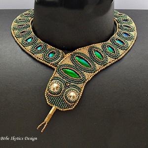 Kígyó nyakék, Egy különleges nyakéket  kínálok az ékszerimádóknak és az ajándékot keresőknek!\nA gyöngyhímzéssel ké..., Meska