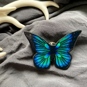 Pillangó kitűző, Ékszer, Kitűző, bross, Zsugorka, Ékszerkészítés, Egyedi, pillangó kitűző.\nMérete: 4,5X3,5cm\n, Meska