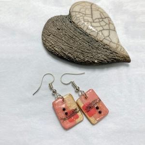 Natúr-rózsaszín fa fülbevaló, Ékszer, Fülbevaló, Ékszerkészítés, Famegmunkálás, Fából készült rózsaszín-rosegold mintás fülbevaló.\nMérete szerelék nékül 1,7cm, Meska
