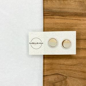 Natur pastell fülbevaló- szürke, Ékszer, Fülbevaló, Pötty fülbevaló, A Natur Pastell kollekció lényege az egyszerű fa textúra pasztell színekkel kombinálva az egyszerűsé..., Meska
