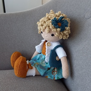 Amigurumi horgolt Melani baba, Játék & Gyerek, Horgolás, Göndör hajú öltöztethető a kis Melani baba. Magassága 34cm, súlya 300g.A kardigán ruha és a cipő lev..., Meska