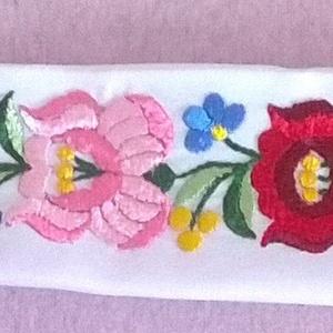Kalocsai rózsák /öv menyasszonyi ruhához/, Esküvő, Kiegészítők, Öv & Pánt, Ezekkel a gyönyörű kalocsai rózsákkal és az aranyos kis mellékvirágokkal övet készítettem. Elsősorba..., Meska