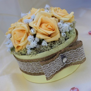 Virágbox, Asztaldísz, Dekoráció, Esküvő, Virágkötés, Habrózsás virágdoboz, pasztell barack színben. Tökéletes asztali dekoráció ajándékba vagy akár ottho..., Meska