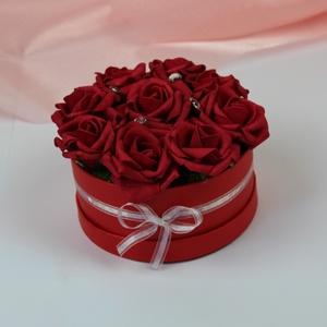 Virágbox, Esküvő, Esküvői dekoráció, Otthon & lakás, Dekoráció, Dísz, Lakberendezés, Asztaldísz, Virágkötés, Selyemvirágos doboz, romantikus piros színben. Tökéletes asztali dekoráció ajándékba vagy akár ottho..., Meska