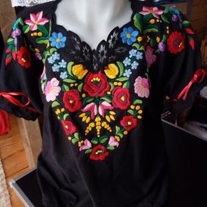 kalocsai  mintás  kézzel  hímzett  ing, Ruha & Divat, Női ruha, Blúz, Hímzés, Fekete  anyagra  készült  ez  a  gyönyörű  mintás   ing,   bármilyen  méretben  elkészítjük.   Pupli..., Meska