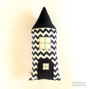 Szundi párna - cikcakkos házikó figura - sötét kék + fehér, Otthon & Lakás, Párna & Párnahuzat, Lakástextil, Hosszúkás kispárna, amit jó megölelni, ráfeküdni, hozzá bújni, pihe-puha, kellemes tapintású, szeret..., Meska
