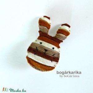 Nyuszi kitűző - barna csíkos  (boGarkrea) - Meska.hu