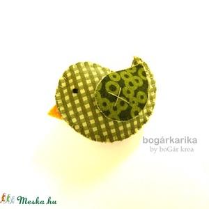 Madárka kitűző - zöld kockás (boGarkrea) - Meska.hu