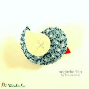 Madárka kitűző - kék virágos (boGarkrea) - Meska.hu