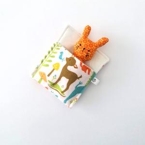 Pici nyuszi ágyikóban - narancsvirág, Gyerek & játék, Játék, Játékfigura, Plüssállat, rongyjáték, Aprócska figura egy piciny, puha tartóban, ami könnyen befér a táskába, így mindig kéznél lehet.  Pu..., Meska