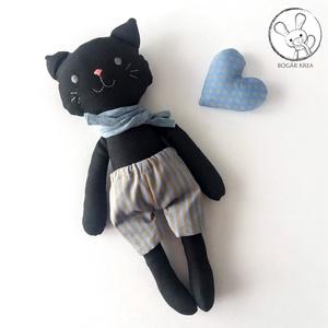 Vihar, öltöztethető fekete cica fiú, kabala szívvel, Gyerek & játék, Játék, Játékfigura, Plüssállat, rongyjáték, A cica testét és ruháit pamut anyagból varrtam saját szabásminta alapján, puha poliészter tömőanyagg..., Meska
