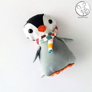Pingvin bébi tarka sállal - textil figura - játék állat, Gyerek & játék, Otthon & lakás, Játék, Plüssállat, rongyjáték, Dekoráció, Minden darab egyedi, kézzel készült, így garantáltan nem lesz ilyen senki másnak! :)  Kiváló minőség..., Meska