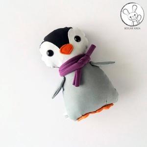Pingvin bébi lila sállal - textil figura - játék állat, Gyerek & játék, Játék, Plüssállat, rongyjáték, Baba játék, Játékfigura, Minden darab egyedi, kézzel készült, így garantáltan nem lesz ilyen senki másnak! :)  Kiváló minőség..., Meska