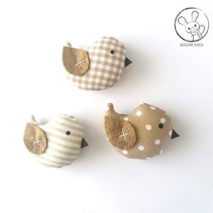 Kismadarak - bézs szett - 3 darab függeszthető dísz, dekor madár, lakásdísz (boGarkrea) - Meska.hu