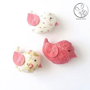 Kismadarak - rózsás szett - 3 darab függeszthető dísz, dekor madár, lakásdísz - Meska.hu