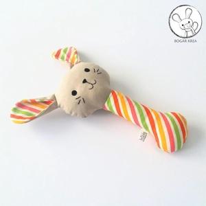 Nyuszi csörgő, színes csíkos, bézs - bébi játék, textil figura, designer fejlesztő játék - Meska.hu